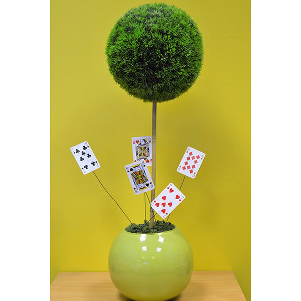 topiary-bush-with-cards